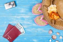 Concepto de las vocaciones de la playa Accesorios y artículos del viaje Imagen de archivo libre de regalías