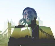 Concepto de Londres del viaje de negocios de On The Phone del hombre de negocios foto de archivo