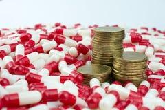 Concepto de los beneficios de la droga y de la compa??a farmac?utica foto de archivo
