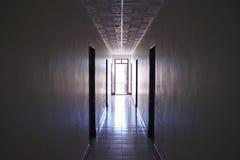 Concepto de los cuartos de la luz del hotel del pasillo Imagen de archivo libre de regalías