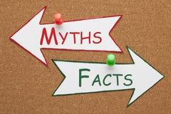 Concepto de los mitos de los hechos foto de archivo