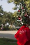 Concepto de los regalos del árbol de la Feliz Navidad y de la Feliz Año Nuevo Fotografía de archivo