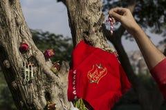 Concepto de los regalos del árbol de la Feliz Navidad y de la Feliz Año Nuevo Foto de archivo libre de regalías