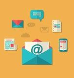 Concepto de márketing del correo electrónico - hoja informativa y suscripción, t plano Foto de archivo libre de regalías