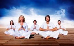 Concepto de madera del tablón de la relajación de la meditación de la yoga fotos de archivo libres de regalías