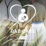 Concepto de Nursery Love Motherhood de la niñera de la niñera del cuidado de día foto de archivo