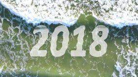 Concepto de onda que quita el año 2018 y que trae 2019 stock de ilustración