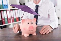 Concepto de protección del dinero Fotografía de archivo libre de regalías