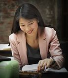 Concepto de Reading Research Planning de la empresaria imagen de archivo libre de regalías