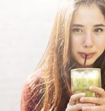 Concepto de reclinación de relajación de la forma de vida de la barra del café del té verde Imagen de archivo libre de regalías