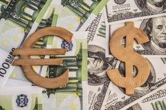 Concepto de símbolos del dólar y del euro Foto de archivo libre de regalías