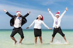Concepto de Santa Hat Business Travel Vacations de la Navidad fotografía de archivo