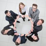 Concepto de sociedad hombres de negocios que se colocan en un círculo Fotos de archivo