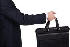 Concepto de sociedad y de trabajo en equipo El hombre de negocios envía una cartera en un fondo blanco Fotos de archivo libres de regalías