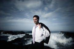 Concepto de Staying Alone Island del hombre de negocios imagen de archivo