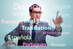 Concepto de traducción en tiempo real del idioma extranjero foto de archivo