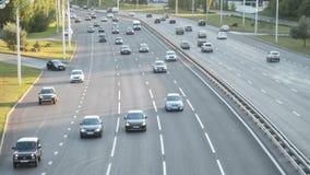 Concepto de transporte Tráfico de coche en la ciudad Tiro de time lapse almacen de video