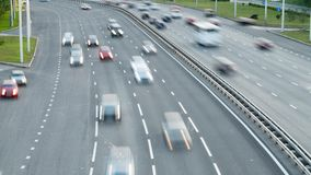 Concepto de transporte Tráfico de coche en la ciudad Tiro de time lapse metrajes