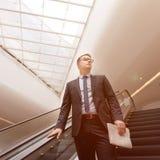 Concepto de Walking Down Escalator del hombre de negocios foto de archivo libre de regalías