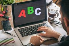 Concepto de Webinar - ABC en la pantalla de ordenador Fotos de archivo libres de regalías