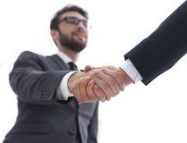 Concepto del éxito en el negocio - apretón de manos de socios Imágenes de archivo libres de regalías