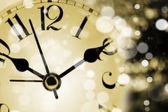 Concepto del Año Nuevo: Reloj con las luces del bokeh Imagen de archivo libre de regalías