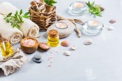 Concepto del ajuste de la salud del balneario, fondo con crema del jabón del aceite esencial Imagen de archivo libre de regalías