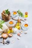 Concepto del ajuste de la salud del balneario, fondo con crema del jabón del aceite esencial Foto de archivo libre de regalías