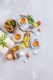 Concepto del ajuste de la salud del balneario, fondo con crema del jabón del aceite esencial Fotos de archivo libres de regalías