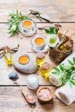Concepto del ajuste de la salud del balneario, fondo con crema del jabón del aceite esencial Imágenes de archivo libres de regalías