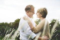 Concepto del amor de la relajación de la datación del marido de la esposa de los pares Foto de archivo libre de regalías