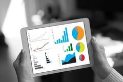 Concepto del análisis gráfico en una tableta Fotografía de archivo