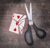 Concepto del apego, tarjeta con las tijeras Imágenes de archivo libres de regalías