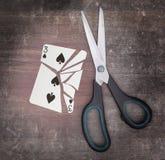 Concepto del apego, tarjeta con las tijeras Imagen de archivo libre de regalías
