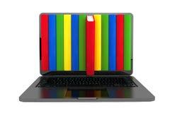 Concepto del aprendizaje electrónico. Ordenador portátil con los libros coloridos imágenes de archivo libres de regalías