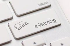 Concepto del aprendizaje electrónico. Teclado de ordenador Imagen de archivo libre de regalías