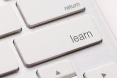 Concepto del aprendizaje electrónico. Teclado de ordenador Fotos de archivo