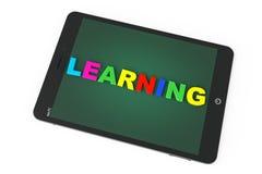 Concepto del aprendizaje electrónico. Tablet PC con el aprendizaje de la muestra Imágenes de archivo libres de regalías
