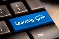 Concepto del aprendizaje electrónico. Teclado de ordenador Fotografía de archivo libre de regalías