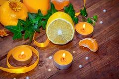 Concepto del aroma de la fruta cítrica y de las hierbas Imágenes de archivo libres de regalías