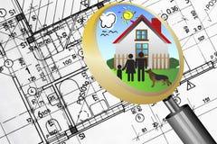 Concepto del asunto de las propiedades inmobiliarias del modelo del plan arquitectónico con la familia feliz de la lente de la lup stock de ilustración