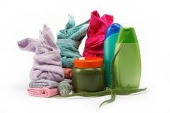 Concepto del balneario o del cuarto de baño con las toallas y los jabones. Imágenes de archivo libres de regalías
