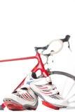 Concepto del ciclo y del deporte Zapatos de ciclo del deporte con los listones y las cubiertas Imagen de archivo libre de regalías