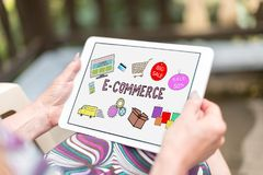 Concepto del comercio electrónico en una tableta fotografía de archivo