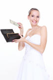 Concepto del costo de la boda. Novia con el monedero y un dólar Fotos de archivo
