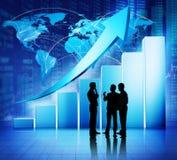 Concepto del crecimiento de los datos financieros de la reunión de negocios global Fotografía de archivo