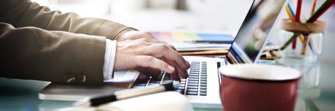 Concepto del cuaderno de Working Typing Using del hombre de negocios imágenes de archivo libres de regalías
