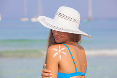 Concepto del cuidado de piel del sol de la mujer del verano Foto de archivo libre de regalías