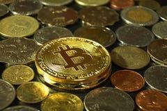 Concepto del curency de Digitaces, ethereum con el otro fondo de las monedas, baht de Tailandia, dólar de Hong-Kong, Peso de Fili Fotografía de archivo libre de regalías