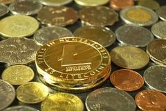 Concepto del curency de Digitaces, Litecoin con el otro fondo de las monedas, baht de Tailandia, dólar de Hong-Kong, Peso de Fili Foto de archivo libre de regalías